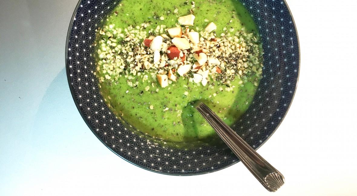 green-smoothie-bowl-02
